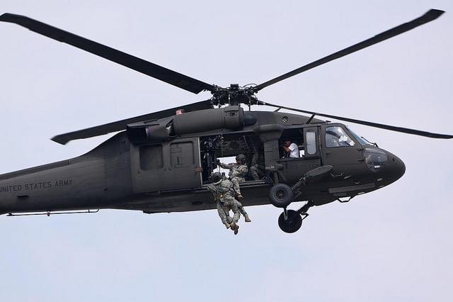 Helikopter Black Hawk w akcji. Fot: NVinacco, Flickr | CC.