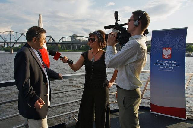 Dziennikarz TVP Polonia podczas pracy - Fot: Bruce MacRae.